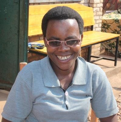 Charlotte Nibigira en train de partager sa joie de vivre le calvaire qu'elle a supporté pendant les 9 ans qu'elle souffrait de Fistule. Photo UNFPA Burundi/ Queen BM Nyeniteka