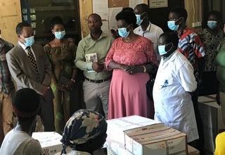 Don d'équipements par UNFPA aux sages-femmes pour une meilleure qualité de soins maternels et protection contre Covid 19