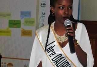 Mona Wilda, 1ère Dauphine de la Miss Burundi s'exprimant pendant la conférence-débat. Photo UNPA Burundi/ Queen BM Nyeniteka