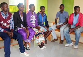L'éducation des jeunes par les jeunes à la Santé Sexuelle et Reproductive: D'abord les études et non la grossesse