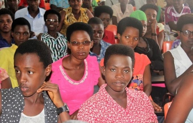 """""""Tirer pleinement profit du dividende démographique en investissant dans la jeunesse"""". Photo UNFPA Burundi / Queen BM Nyeniteka"""